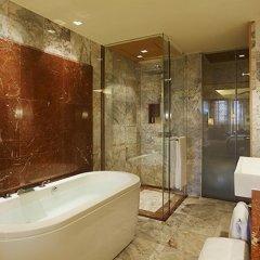 Отель Centara Grand Beach Resort Phuket Таиланд, Карон-Бич - 5 отзывов об отеле, цены и фото номеров - забронировать отель Centara Grand Beach Resort Phuket онлайн ванная