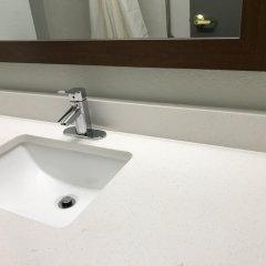 Отель Clarion Inn Chattanooga США, Чаттануга - отзывы, цены и фото номеров - забронировать отель Clarion Inn Chattanooga онлайн ванная