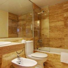 Отель S'Abanell Central Park Испания, Бланес - отзывы, цены и фото номеров - забронировать отель S'Abanell Central Park онлайн ванная