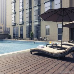 Отель Xiamen Yilai International Apartment Hotel Китай, Сямынь - отзывы, цены и фото номеров - забронировать отель Xiamen Yilai International Apartment Hotel онлайн бассейн фото 2