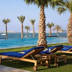 Отель DoubleTree by Hilton Dubai Jumeirah Beach бассейн