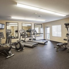 Отель Candlewood Suites Bay City фитнесс-зал