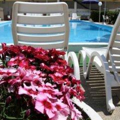 Hotel Montmartre Римини бассейн фото 6