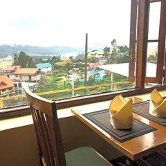 Отель Tea Bush Hotel - Nuwara Eliya Шри-Ланка, Нувара-Элия - отзывы, цены и фото номеров - забронировать отель Tea Bush Hotel - Nuwara Eliya онлайн балкон