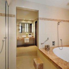 Отель Avani Deira Dubai Hotel ОАЭ, Дубай - 1 отзыв об отеле, цены и фото номеров - забронировать отель Avani Deira Dubai Hotel онлайн ванная