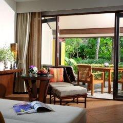 Отель Movenpick Resort & Spa Karon Beach Phuket Таиланд, Пхукет - 4 отзыва об отеле, цены и фото номеров - забронировать отель Movenpick Resort & Spa Karon Beach Phuket онлайн балкон