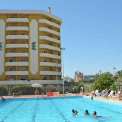 Отель Grand Hotel Montesilvano Италия, Монтезильвано - отзывы, цены и фото номеров - забронировать отель Grand Hotel Montesilvano онлайн бассейн фото 2