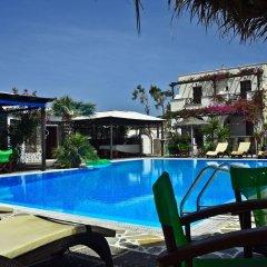 Отель Holiday Beach Resort Греция, Остров Санторини - отзывы, цены и фото номеров - забронировать отель Holiday Beach Resort онлайн бассейн фото 3