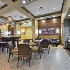 Отель Hampton Inn & Suites Columbia/Southeast-Fort Jackson гостиничный бар