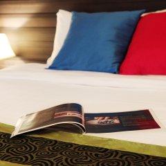 Отель Casa Del M Resort Phuket сейф в номере