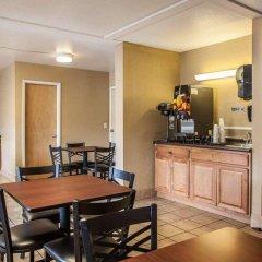 Отель Econo Lodge Saint Louis США, Сент-Луис - отзывы, цены и фото номеров - забронировать отель Econo Lodge Saint Louis онлайн гостиничный бар