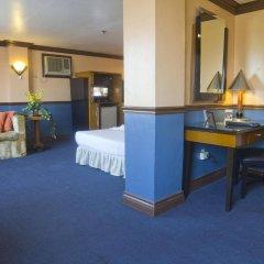 Отель Miramar Hotel Филиппины, Манила - отзывы, цены и фото номеров - забронировать отель Miramar Hotel онлайн удобства в номере фото 2