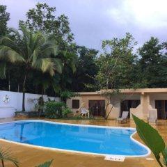 Отель San San Tropez Ямайка, Порт Антонио - отзывы, цены и фото номеров - забронировать отель San San Tropez онлайн бассейн