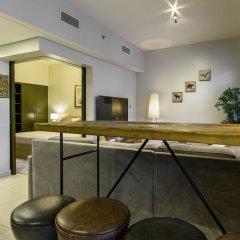 Отель Maison Privee - The Lofts гостиничный бар
