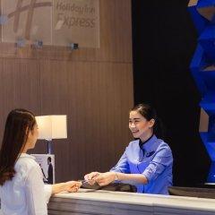 Отель Holiday Inn Express Bangkok Siam Таиланд, Бангкок - 3 отзыва об отеле, цены и фото номеров - забронировать отель Holiday Inn Express Bangkok Siam онлайн интерьер отеля фото 2