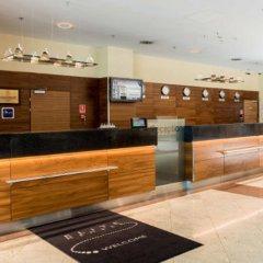Отель Courtyard by Marriott Warsaw Airport интерьер отеля