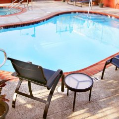 Отель Hampton Inn & Suites Los Angeles Burbank Airport Лос-Анджелес бассейн