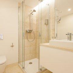 Апартаменты Mouraria Blue Three-Bedroom Apartment w/ Parking - by LU Holidays ванная фото 2
