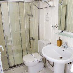 Blue & White Hotel ванная фото 2