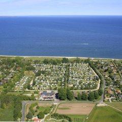 Отель Ajstrup Beach Camping & Cottages Дания, Орхус - отзывы, цены и фото номеров - забронировать отель Ajstrup Beach Camping & Cottages онлайн пляж