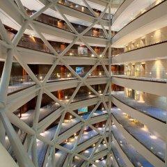 Отель Andaz Capital Gate Abu Dhabi - A Concept By Hyatt Абу-Даби вид на фасад