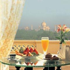 Отель The Oberoi Amarvilas, Agra в номере