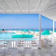 Отель Mitsis Family Village Beach Hotel Греция, Калимнос - отзывы, цены и фото номеров - забронировать отель Mitsis Family Village Beach Hotel онлайн гостиничный бар