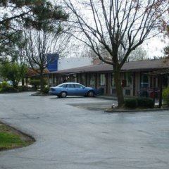Отель Knights Inn Columbus East Колумбус парковка