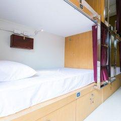 AlphaBed Hostel Bangkok сейф в номере