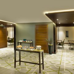 Отель Hilton Garden Inn Dubai Al Muraqabat Дубай питание фото 3