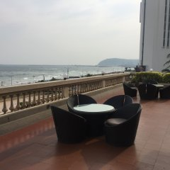 The Gateway Hotel Beach Road пляж