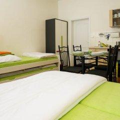 Апартаменты Flying Bed Apartment close to Castle Прага комната для гостей фото 2