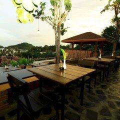 Отель The Chalet Phuket Resort Таиланд, Пхукет - отзывы, цены и фото номеров - забронировать отель The Chalet Phuket Resort онлайн гостиничный бар