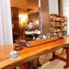 Отель Overseas Capital Hotel Китай, Джиангме - отзывы, цены и фото номеров - забронировать отель Overseas Capital Hotel онлайн интерьер отеля