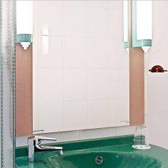 Отель ibis Hotel Köln Centrum Германия, Кёльн - отзывы, цены и фото номеров - забронировать отель ibis Hotel Köln Centrum онлайн ванная фото 2