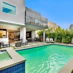 Отель Villa Giselle США, Лос-Анджелес - отзывы, цены и фото номеров - забронировать отель Villa Giselle онлайн бассейн фото 3