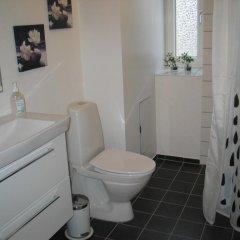 Отель Aalborg City Rooms ApS Дания, Бровст - отзывы, цены и фото номеров - забронировать отель Aalborg City Rooms ApS онлайн ванная