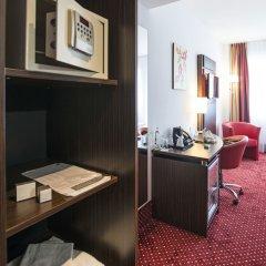 Отель Best Western Plus Amedia Wien сейф в номере