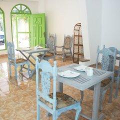 Отель Negombo Beach by Flipflop Hostels питание