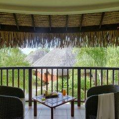 Отель Manava Beach Resort and Spa Moorea Французская Полинезия, Папеэте - отзывы, цены и фото номеров - забронировать отель Manava Beach Resort and Spa Moorea онлайн балкон