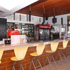 Отель Happy Days Studios гостиничный бар