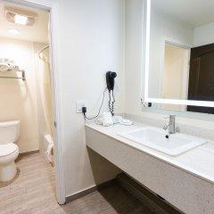 Отель Hollywood Inn Express LAX ванная фото 2
