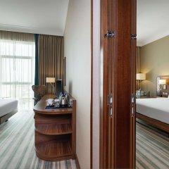 Отель Hilton Garden Inn Dubai Al Muraqabat Дубай комната для гостей фото 5