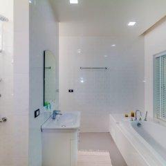 Отель Chalong Hill Tropical Garden Homes Пхукет ванная фото 2