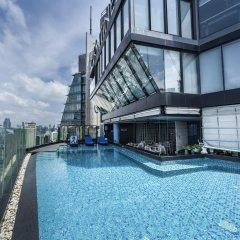 Отель The Continent Bangkok by Compass Hospitality Таиланд, Бангкок - 1 отзыв об отеле, цены и фото номеров - забронировать отель The Continent Bangkok by Compass Hospitality онлайн бассейн