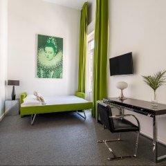 Отель Room Mate Laura Испания, Мадрид - отзывы, цены и фото номеров - забронировать отель Room Mate Laura онлайн удобства в номере фото 2