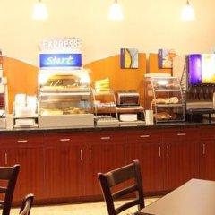 Отель Holiday Inn Express Hotel & Suites Columbus Univ Area - Osu США, Колумбус - отзывы, цены и фото номеров - забронировать отель Holiday Inn Express Hotel & Suites Columbus Univ Area - Osu онлайн питание фото 2