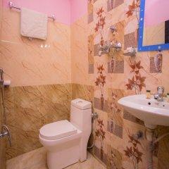 Отель OYO 222 Hotel New Himalayan Непал, Катманду - отзывы, цены и фото номеров - забронировать отель OYO 222 Hotel New Himalayan онлайн ванная