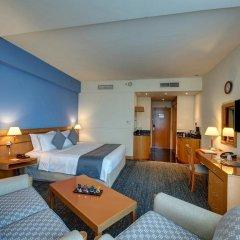 Отель J5 Hotels Port Saeed Дубай комната для гостей