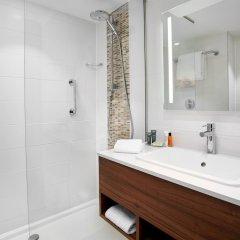Отель Hilton Garden Inn Brussels City Centre Бельгия, Брюссель - 4 отзыва об отеле, цены и фото номеров - забронировать отель Hilton Garden Inn Brussels City Centre онлайн ванная фото 2
